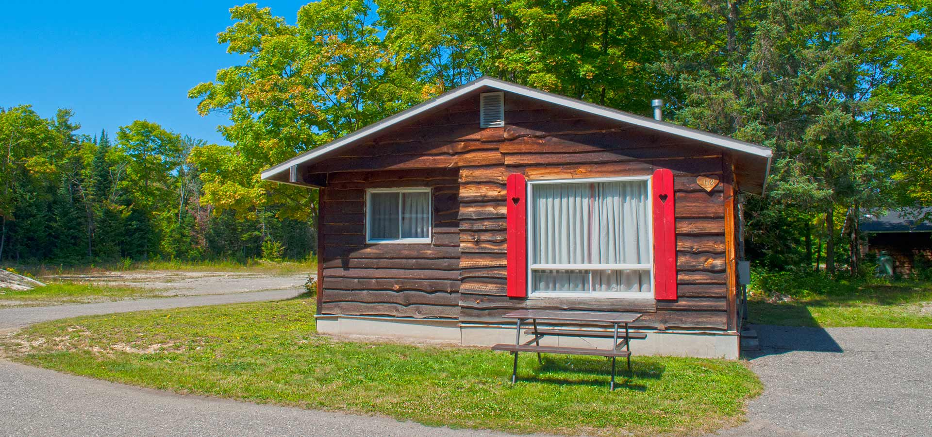 Two bedroom cottage glenview cottages sault ste marie for 5 bedroom cottages
